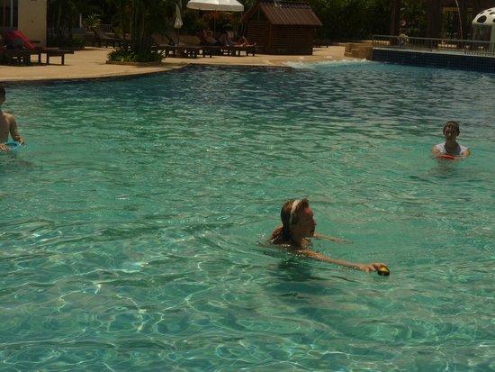 Arinara Bangtao Beach Resort: в бассейне вода +36