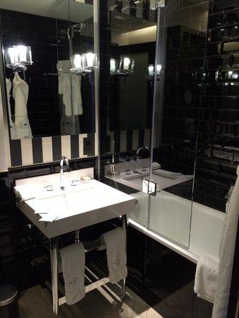 The Ampersand Hotel : Bathroom with Miller Harris amenities