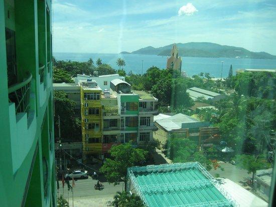 Green Hotel Nhatrang: вид из номера отеля № 510