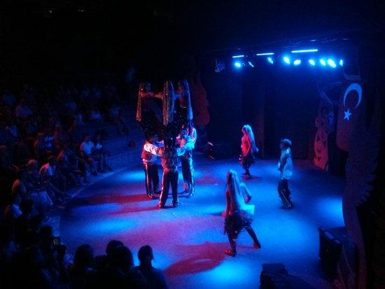 TUI SENSIMAR Marmaris Imperial Hotel: Theatre with traditional Turkish dancing