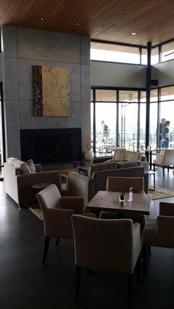 Ponzi Vineyards: Fireplace seating