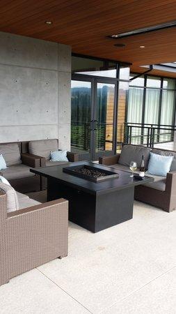Ponzi Vineyards: Outdoor fireplace