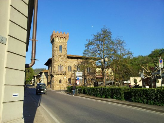 Piazza Matteotti: All'ingresso del paese
