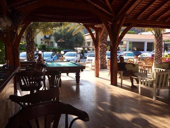 Blue Star Hotel: Bit of bar area