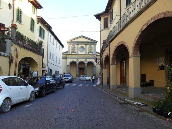 Piazza Matteotti: La chiesa di San Francesco