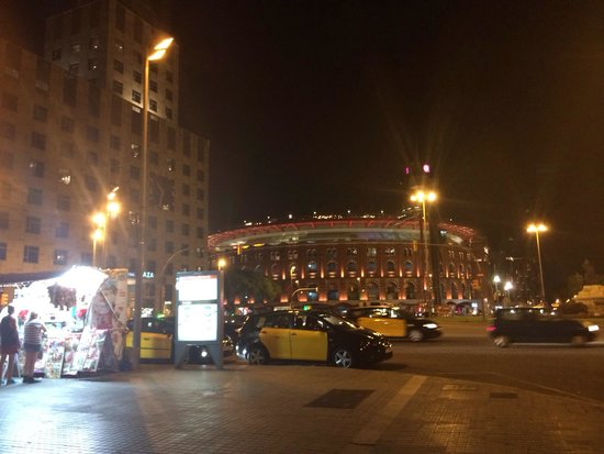 Centro Comercial Arenas de Barcelona: Arena and hotel