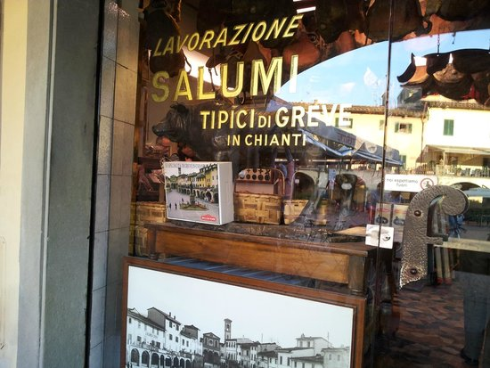 Piazza Matteotti: Macelleria Falorni l'eccellenza dal 1791