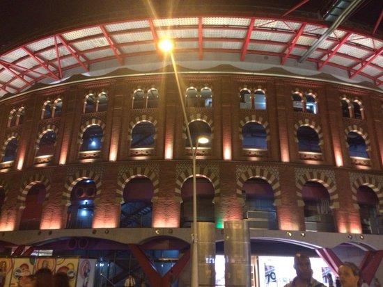 Centro Comercial Arenas de Barcelona: Nighttime at the Arena