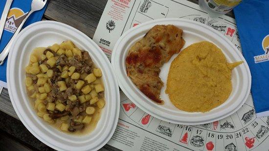Malga Montasio: Porzione di gnocchi con porcini e salsiccia eccezzionale e frico e polenta altrettanto buoni