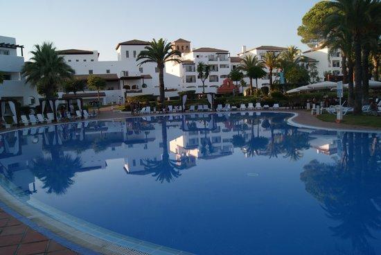Club Marmara Marbella: vue sur une autre piscine