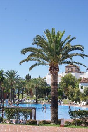 Club Marmara Marbella : vue sur la première piscine visible