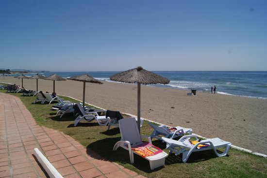 Club Marmara Marbella : vue sur les transats côté plage