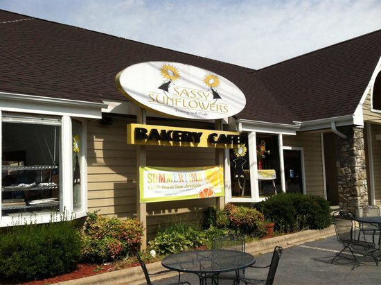 Sassy Sunflowers Bakery & Cafe : View from outside