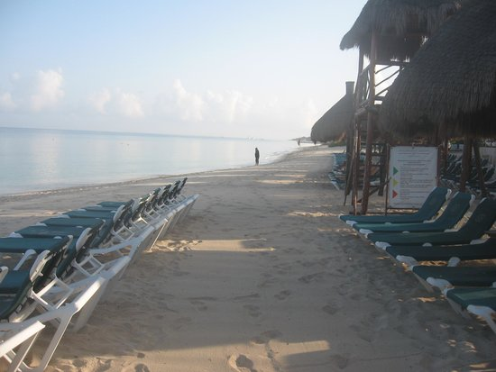 Occidental Cozumel: THe beach at 7:00 AM