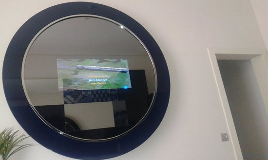 Portugal Boutique Hotel : TV in the mirror