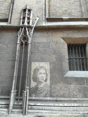 Rue Saint-Romain : Un rimando a Joannne