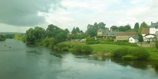 Wilton Court Restaurant with Rooms: Hotel from the bridge