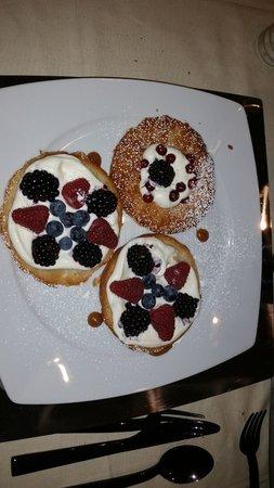 Hotel Montecatini Palace: Sfogliatina ai Frutti di Bosco con Crema Chantilly destrutturata