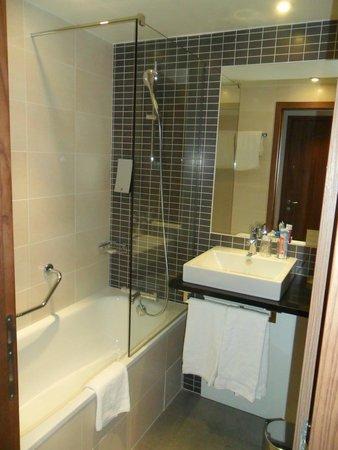 Holiday Inn Paris Marne La Vallee : Il bagno in camera