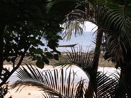 Ocean View Beach Resort: Vue du Bungalow, protéger par la végétation.