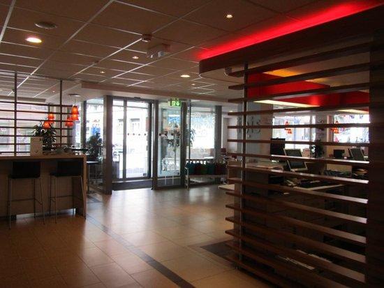 ibis Lausanne Centre : Recepción
