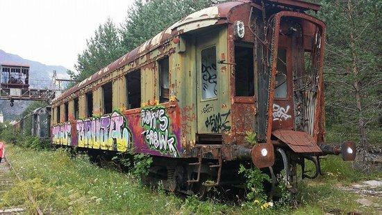 Estación Internacional de Canfranc: Wagon de voyageurs à l'abandon