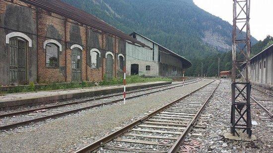 Estación Internacional de Canfranc: Les bâtiments de maintenance.