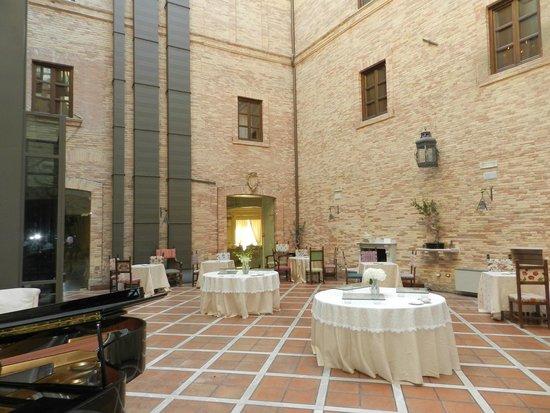 Castello Chiola Hotel: hall
