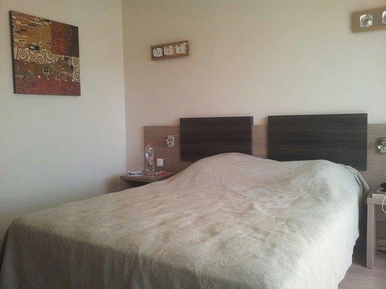 Hotel Poretta: chambre 95 € la nuit. Propre, confortable et lumineuse