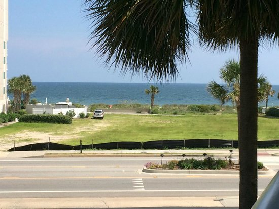 Best Western Plus Grand Strand Inn & Suites: View of beach from balcony - side shot