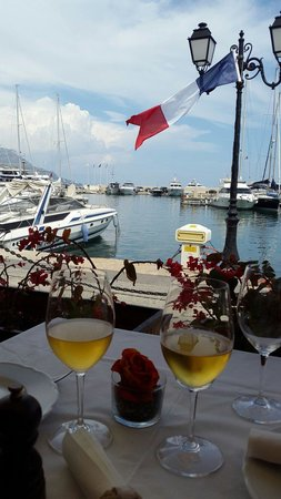 La Maison Du Vin Kurkoff : Romantic view for couples with an amazing wine selection