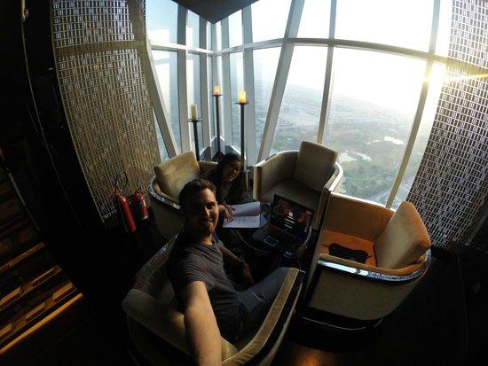 JW Marriott Marquis Hotel Dubai: Fault Bar Amazing views