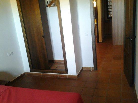 Hostal La Fonda del Rocio : Vista de la habitación (en realidad era un pequeño apartamento)