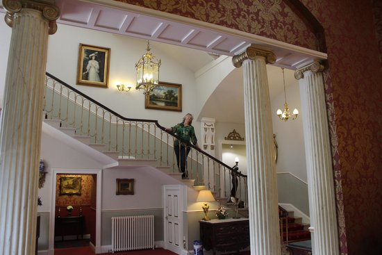 Melville Castle: staircase up from the lobby