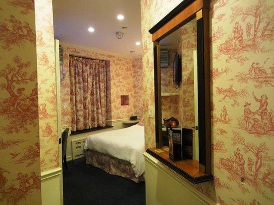 Mayfair Hotel: Double room 512