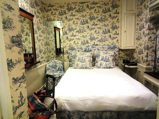 Mayfair Hotel: Queen room 201