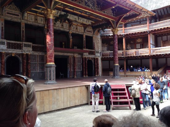 Shakespeare's Globe Theatre : Inside the globe from the downstairs