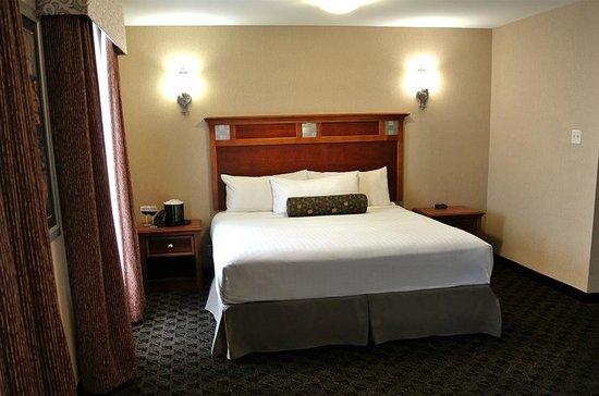 McGills Hotel and Casino : King Non-Smoking Room