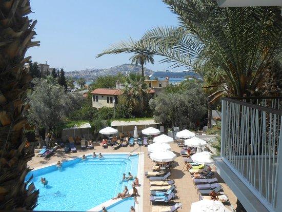 SENTIDO Marina Suites- Adult Only: vue sur la piscine et la marina depuis la balcon