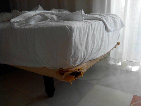 Hotel R2 Pajara Beach: camas en mal estado