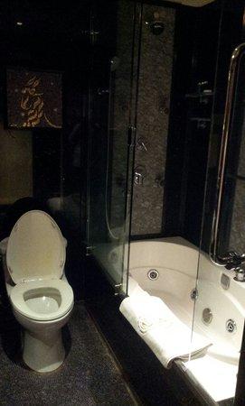 Lisboa Hotel: Non-smoking room - bathroom