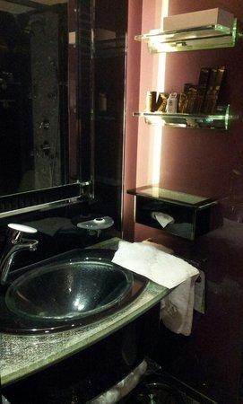 Lisboa Hotel: In bathroom