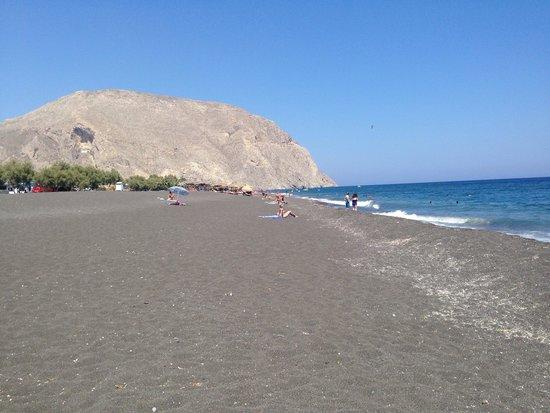 Perissa Beach: Пляж с Вулканическим песком