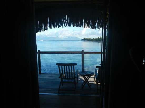 Le Meridien Tahiti : The view of Moorea from inside the hut