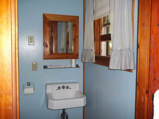 Blueberry Hill Motel: Bathroom