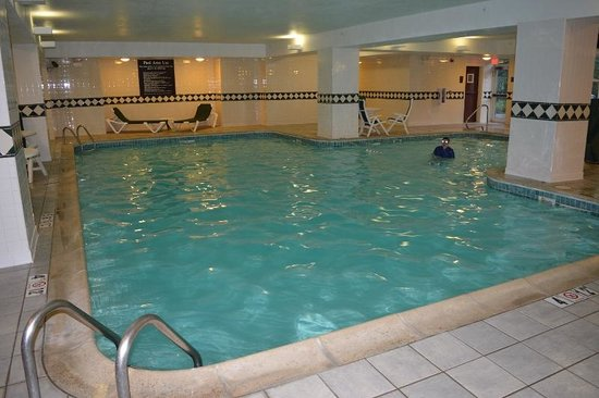 Comfort Inn & Suites Near Burke Mountain: Inside swimming pool