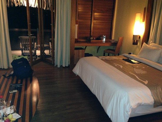 Le Meridien Tahiti: Inside the hut's bedroom