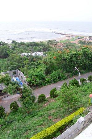 APTDC Haritha Beach Resort : Road one level down the resort