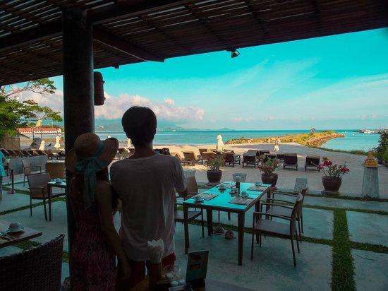 Deva Samui Resort & Spa: Deva Resort & Spa Koh Samui的早餐的餐廳海灘