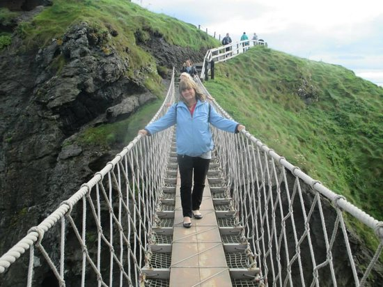 Carrick-A-Rede Rope Bridge: crossing the bridge